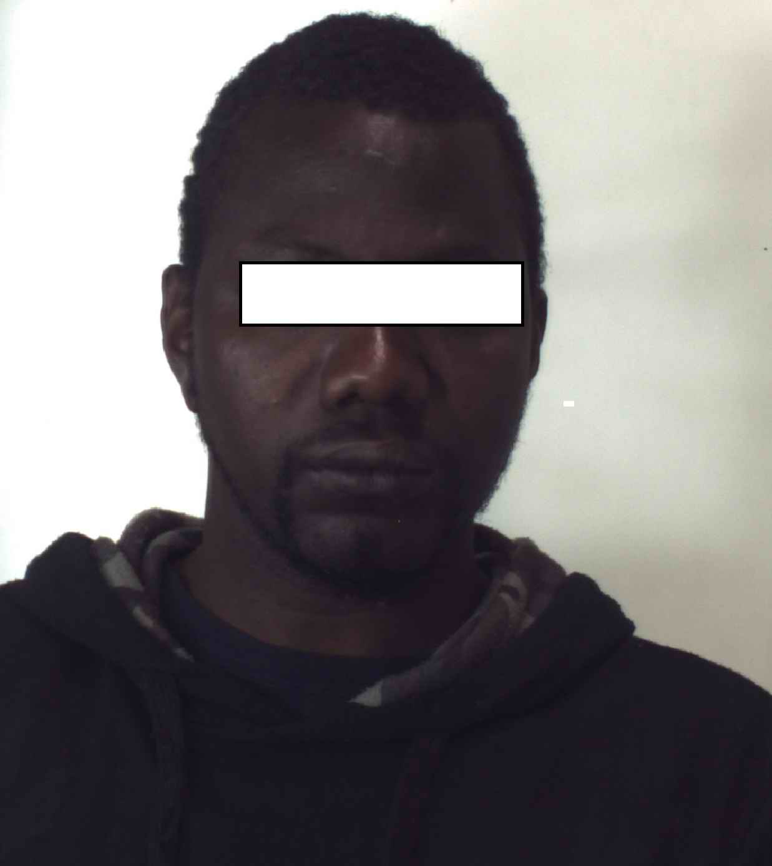 Foggia: Nordafricano investe e accoltella vigili urbani, arrestato