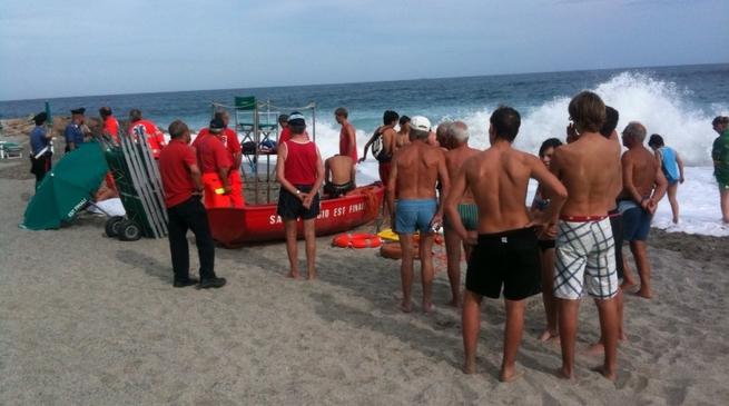 Tragedia del mare a Ostuni, 2 morti per salvare una bimba