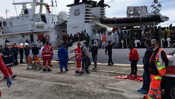 Bari: sbarcata nave con 644 migranti