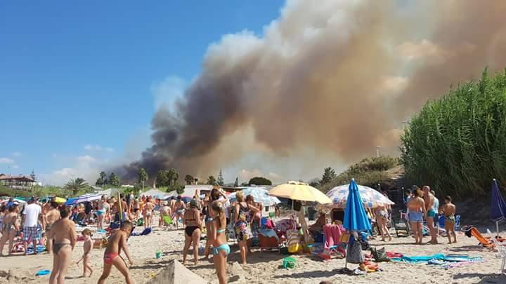Incendi sulla Litoranea di Taranto: evacuate alcune ville