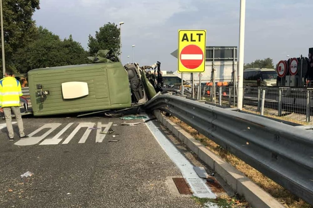 Tragedia sull'A1: camion dell'esercito si ribalta. Perde la vita militare 35enne