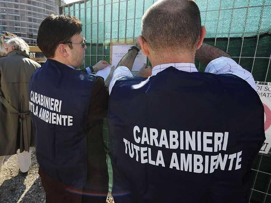 FIESSO UMBERTIANO (RO): I CARABINIERI DEL NOE DI VENEZIA SEQUESTRANO UN CAPANNONE ADIBITO A DISCARICA ABUSIVA