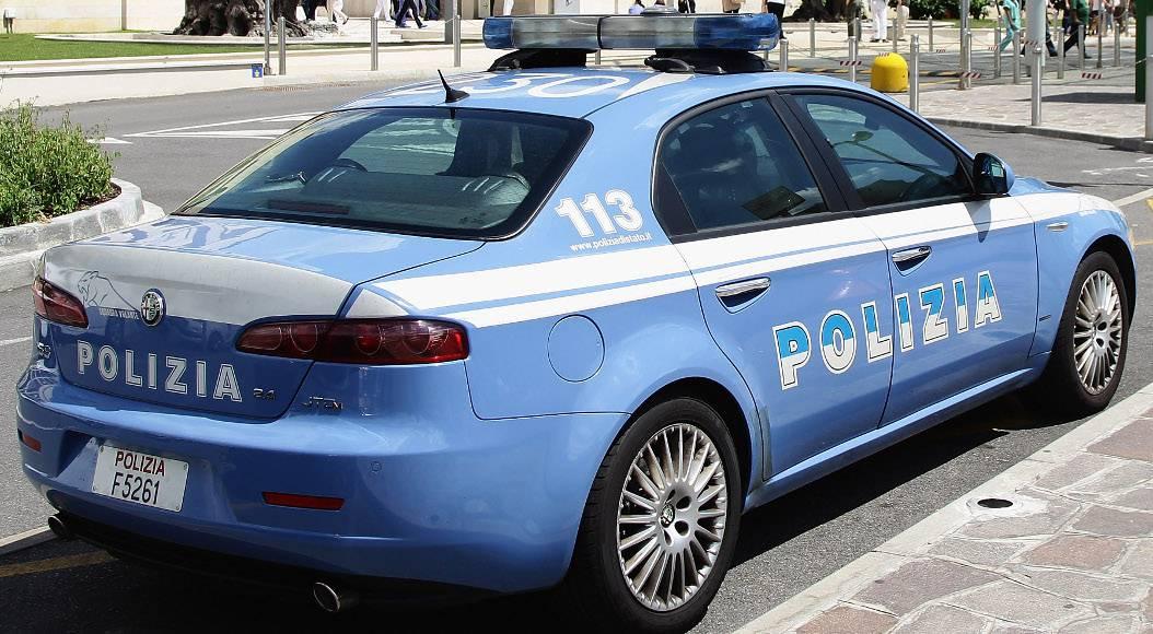 Taranto – Caricano il bagagliaio e si allontanano in fretta
