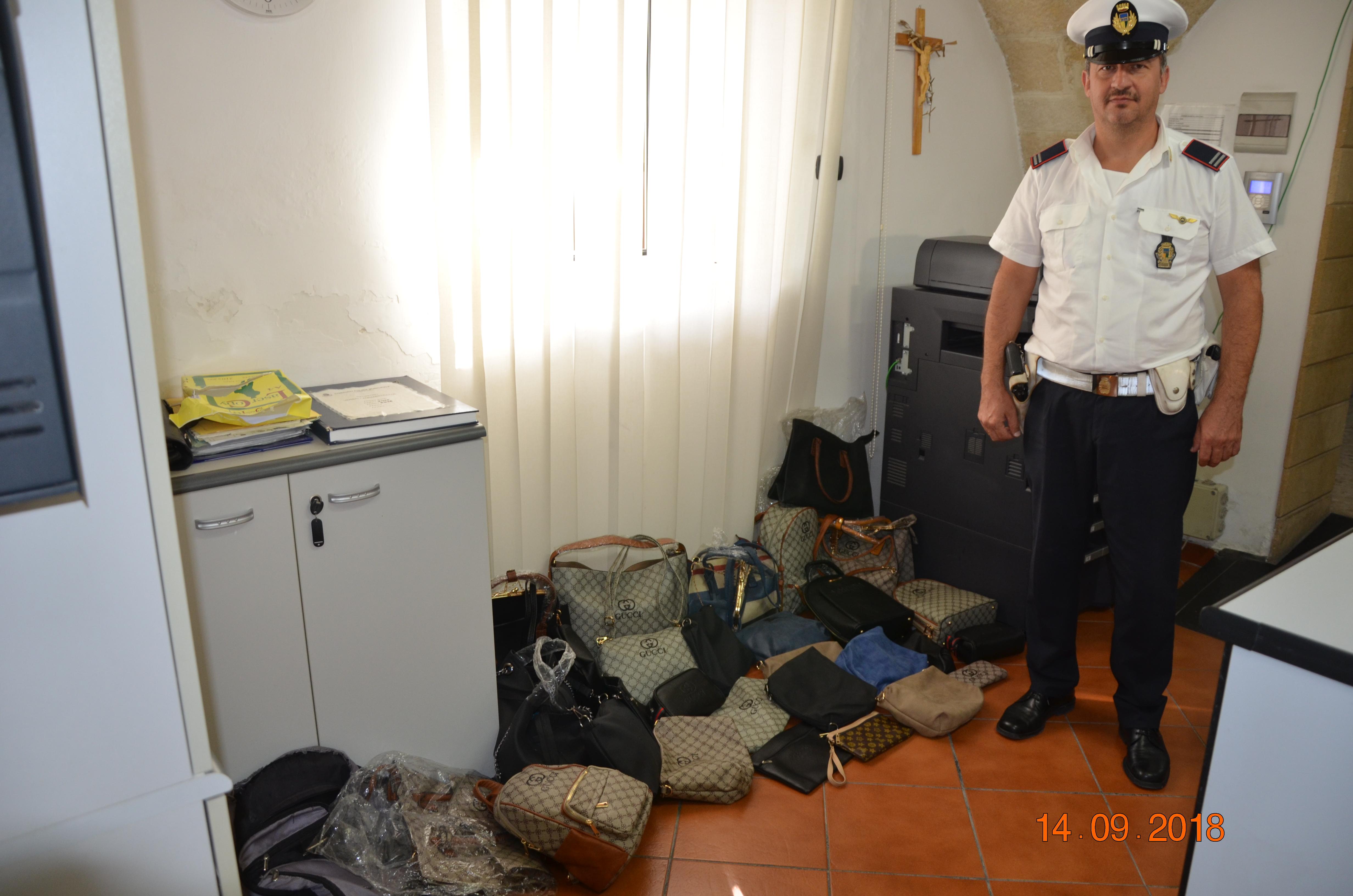 8593bb21185d80 Taranto – Blitz della polizia locale al mercato di Statte: sequestrata merce  contraffatta