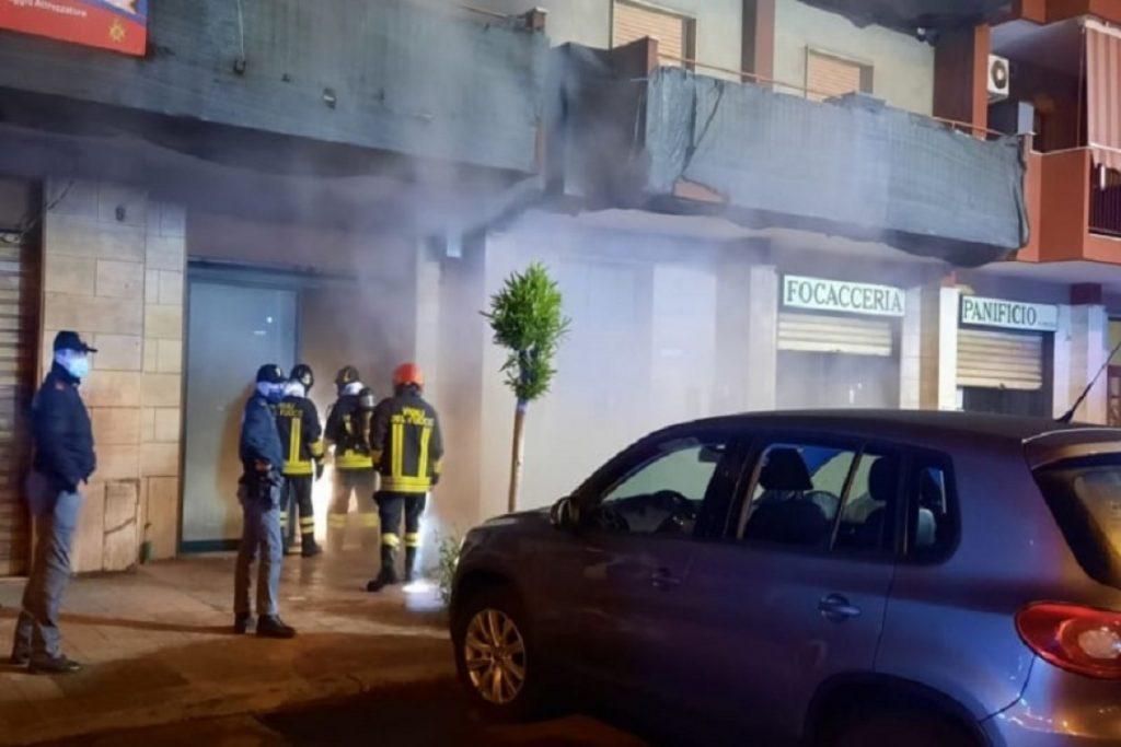 Taranto – Cercano di appiccare fuoco ad un locale ...